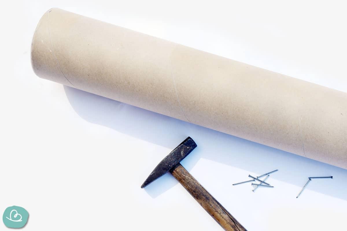 Hammer und Nägel , Papprolle
