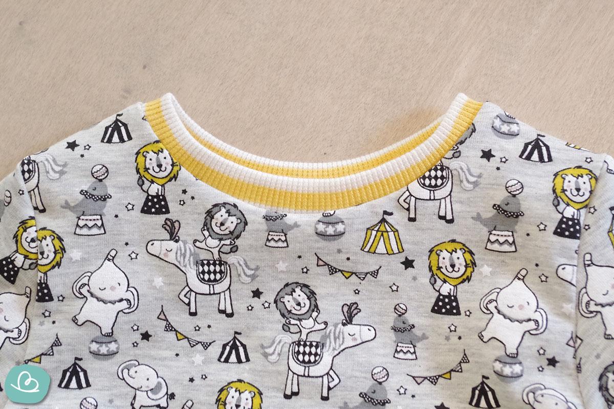 fertiges Halsbündchen - Abschluss am Sweatshirt