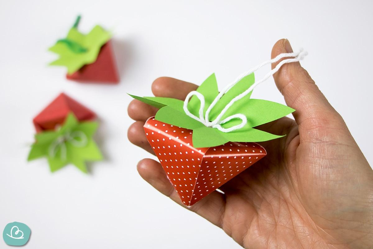 Erdbeere aus Papier