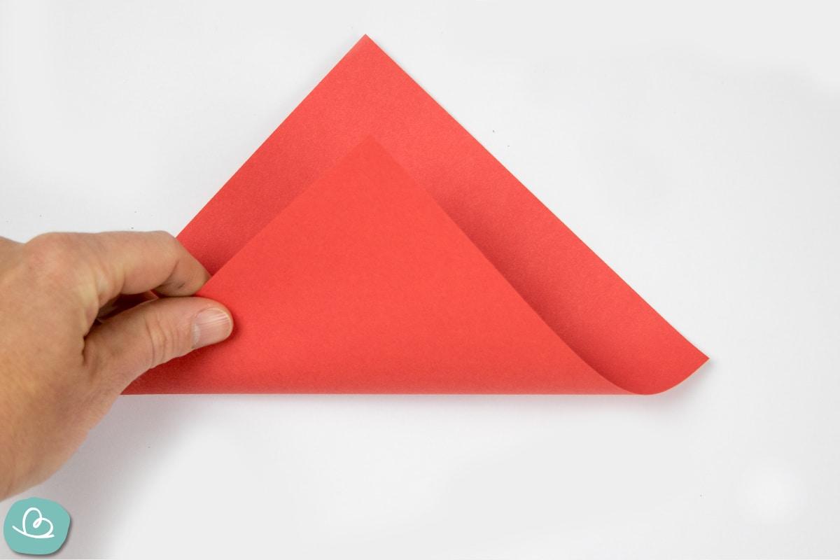 Mittelfaltung rotes Papier
