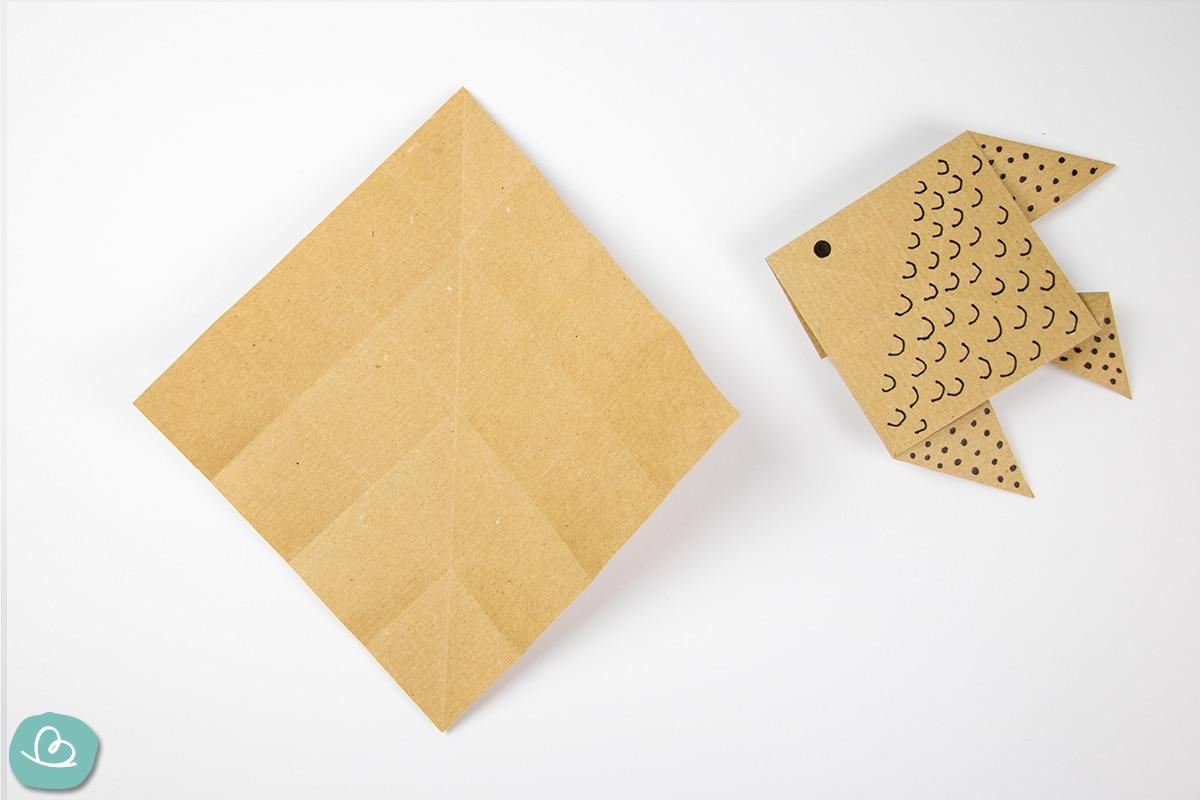 Mittelfaltung auf Papier