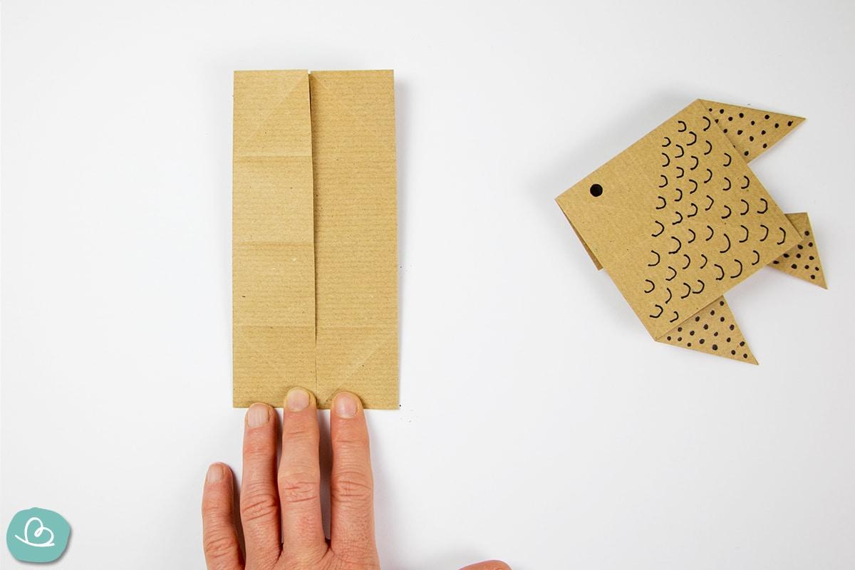 Aus Papier ein Fisch falten