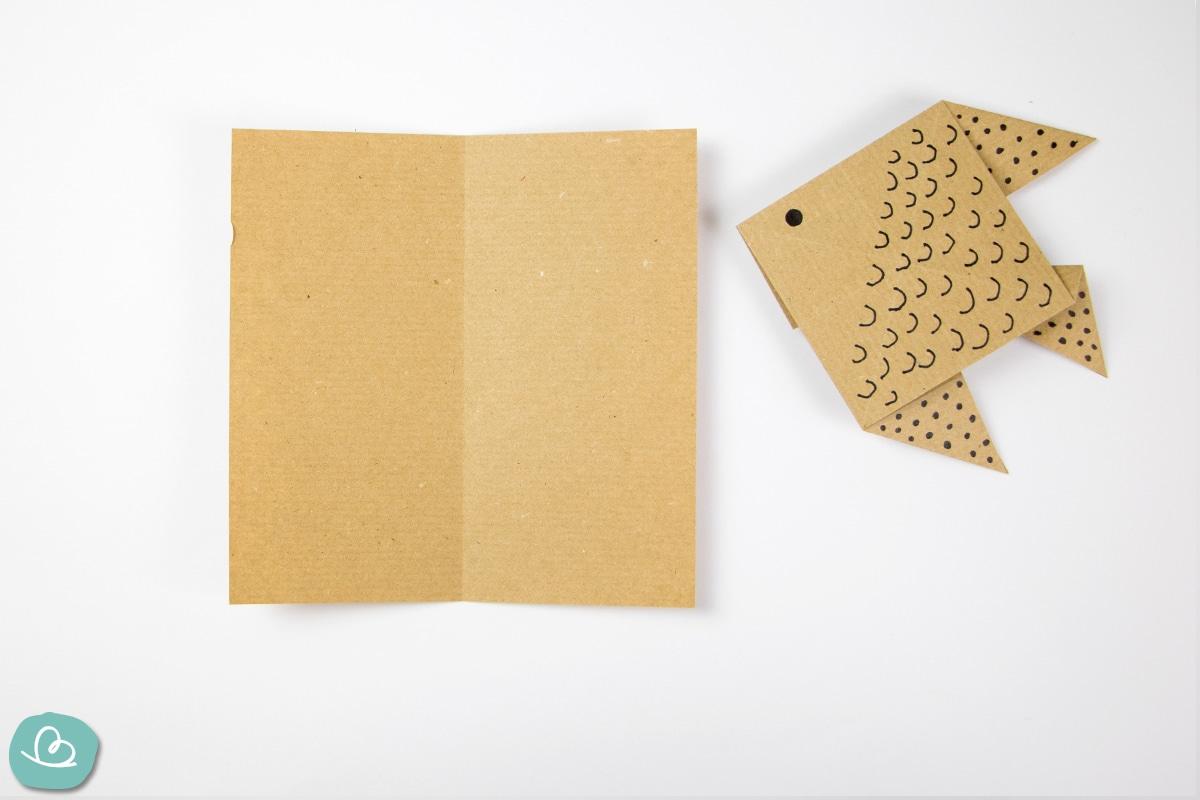 Mittelfaltung im Origami Papier