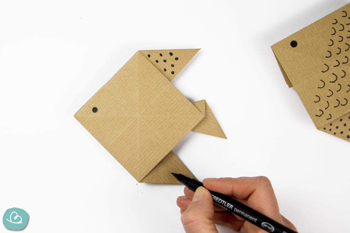 Verzierung auf Origami Fisch