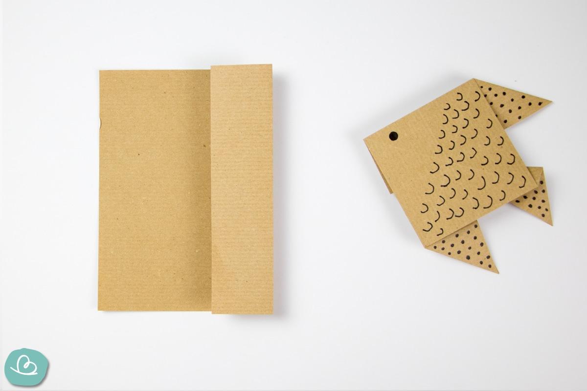rechte Papier Seite nach innen falten