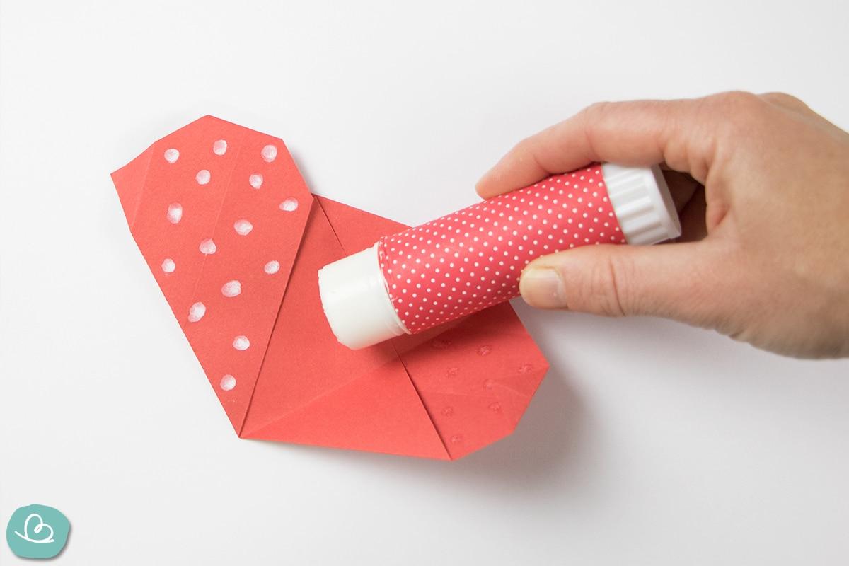 Leimstift auf Papier