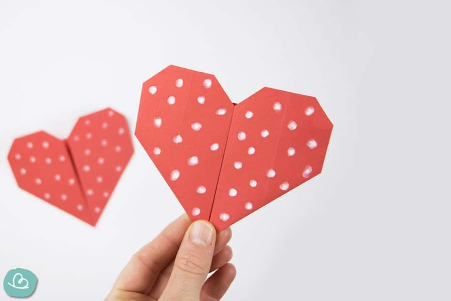 Süßes Herz aus Papier falten: Origami-Anleitung
