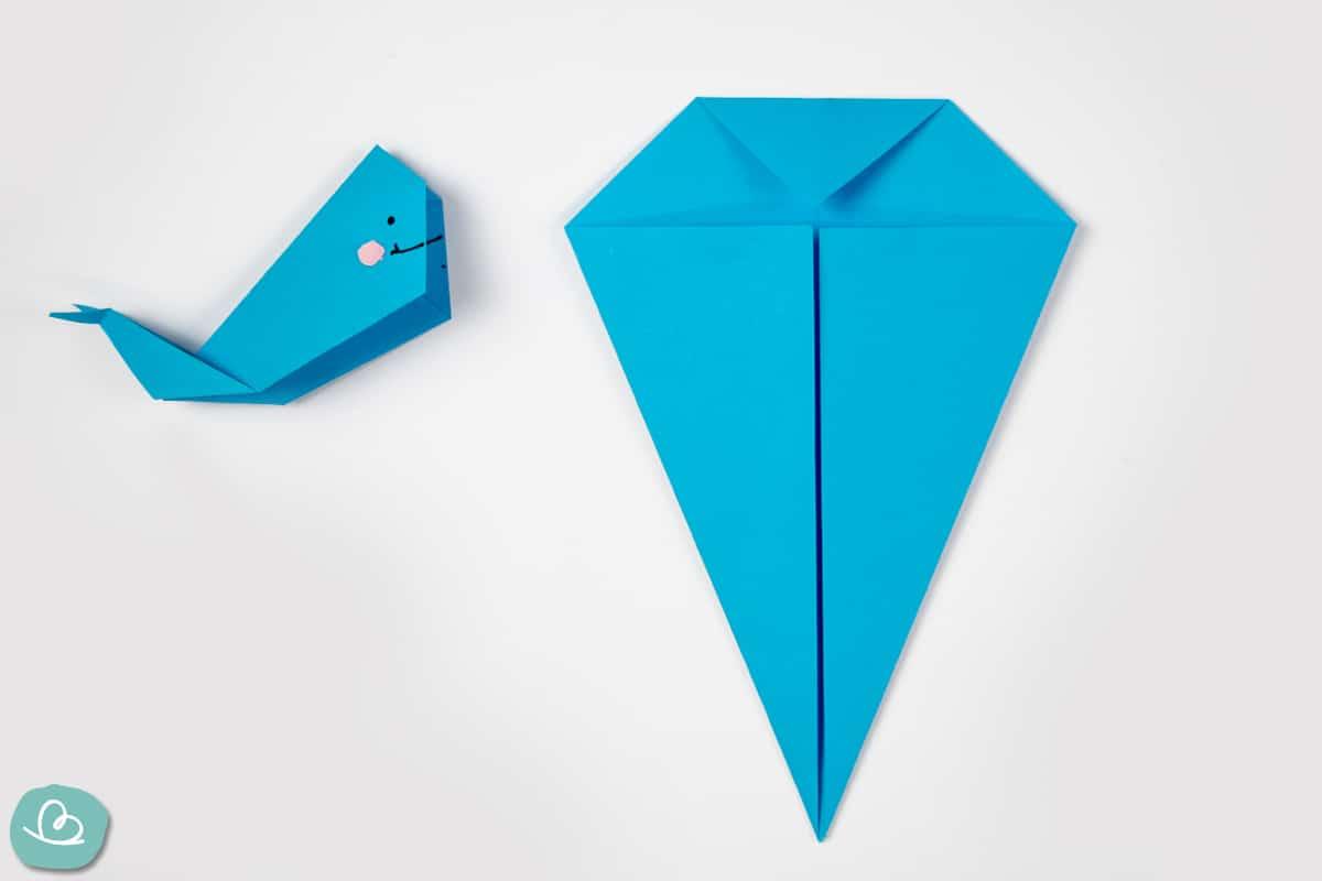 Dracheform aus Papier mit geknickter Spitze