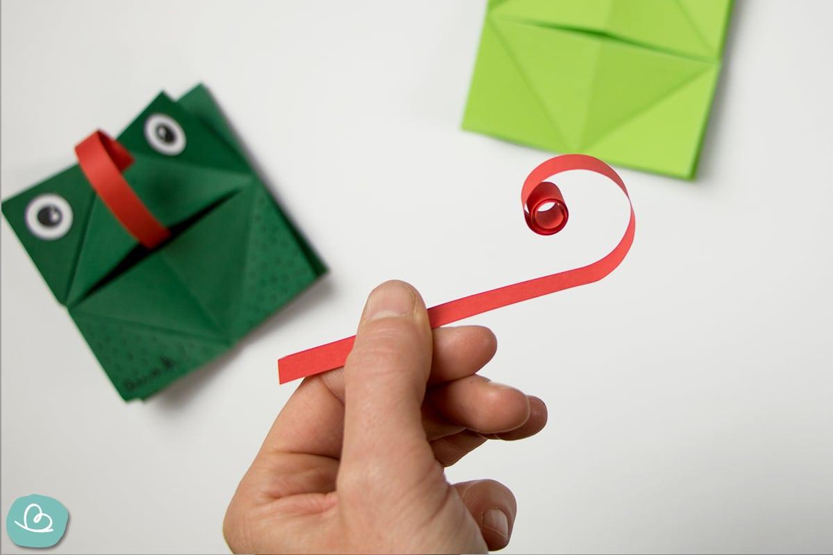Zunge des Froschs aus roten Papier