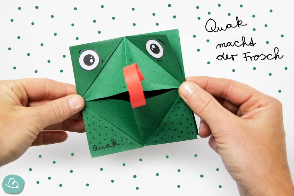 Quak macht der Frosch-grüner Frosch aus Papier