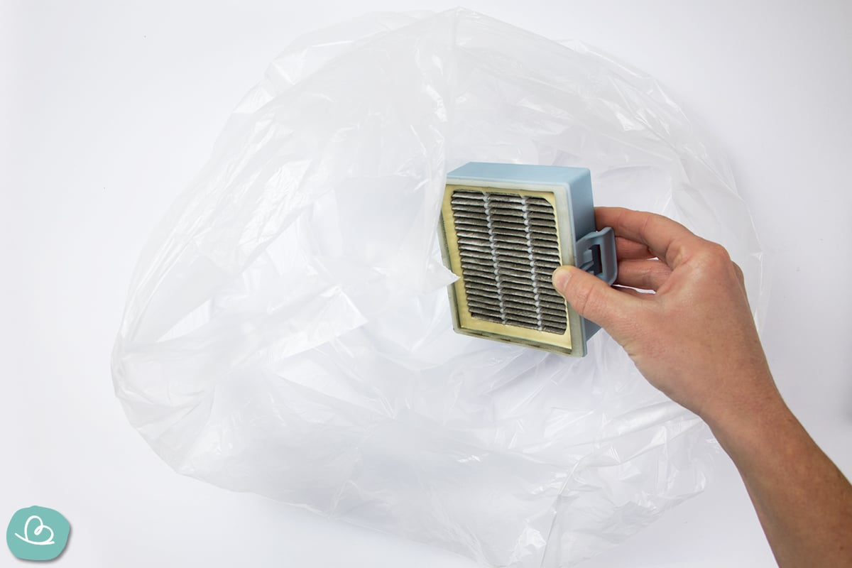Hepa-Filter im Müllbeutel reinigen