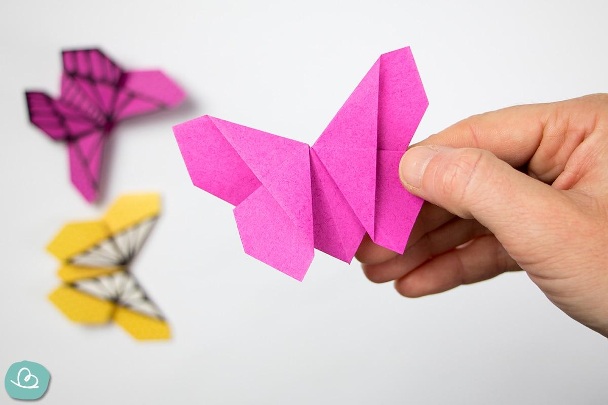 gefalteter Schmetterling aus Papier