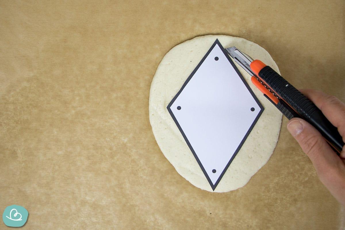 Bastelvorlage übertragen auf eine Form