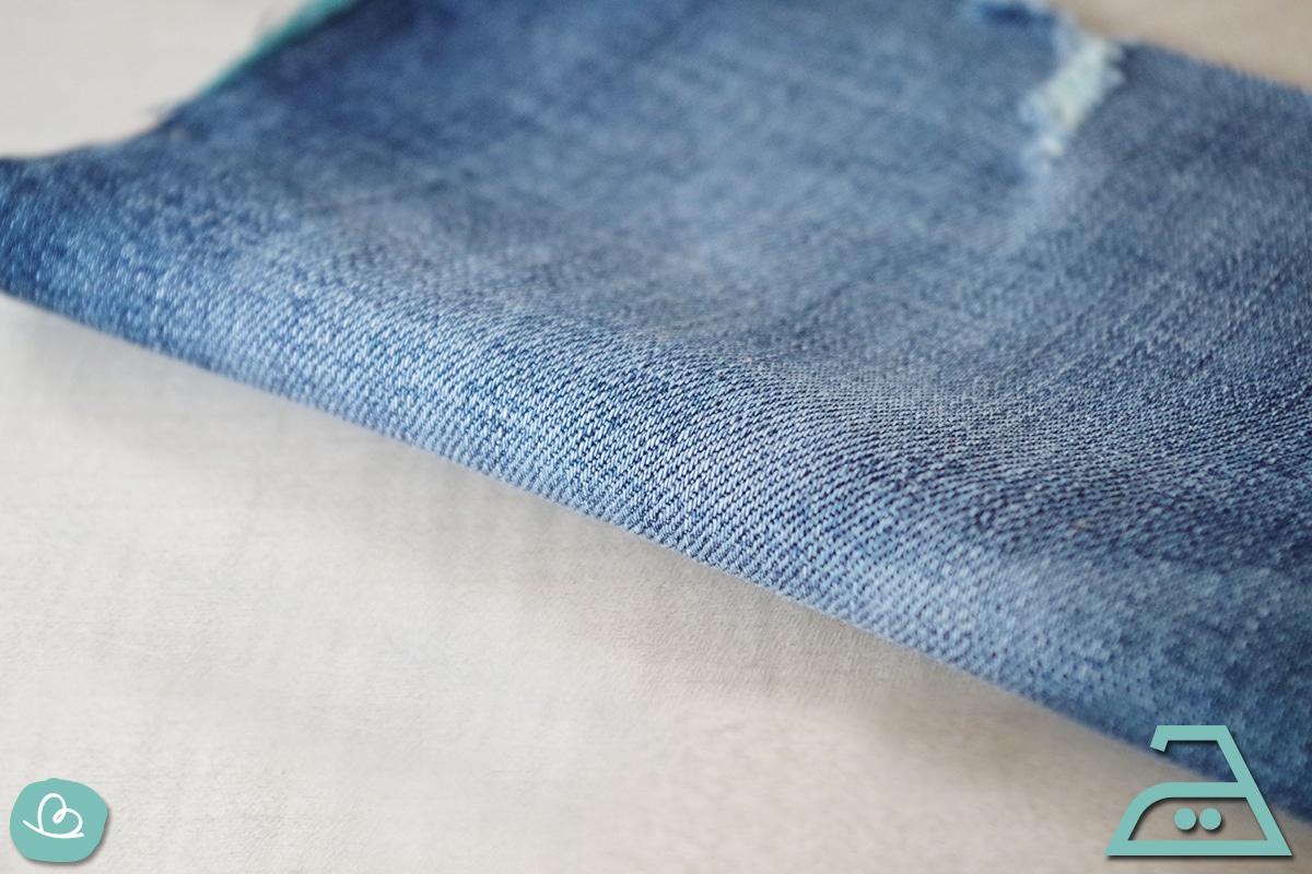 Jeans mit geringer Temperatur bügeln