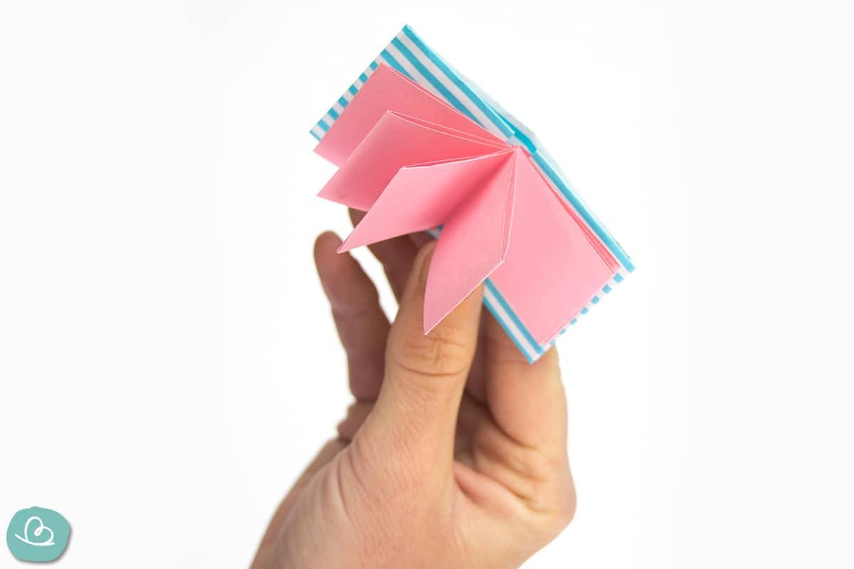 kleines Buch aus Papier