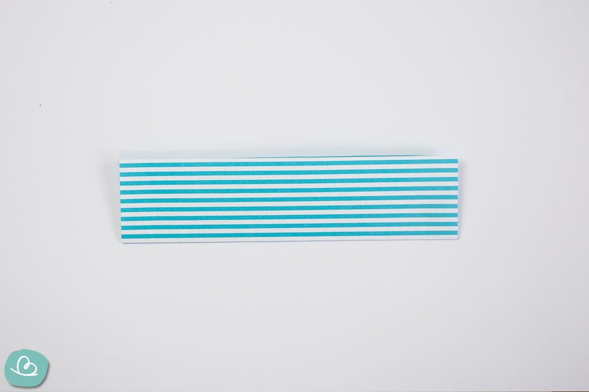 Papierstreifen blau weiß