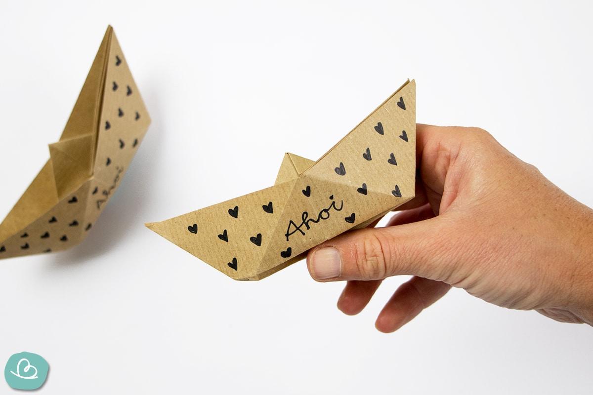 Origami Boot mit Herzen
