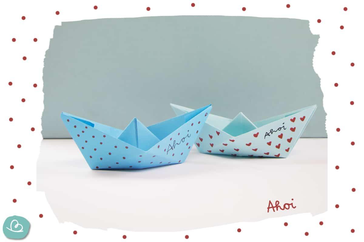 Papierboot falten - kleines Schiff aus Papier basteln