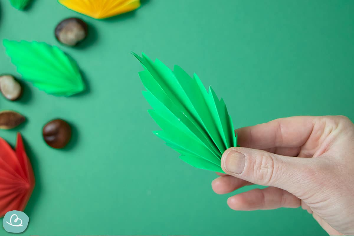 grünes Blatt aus Papier