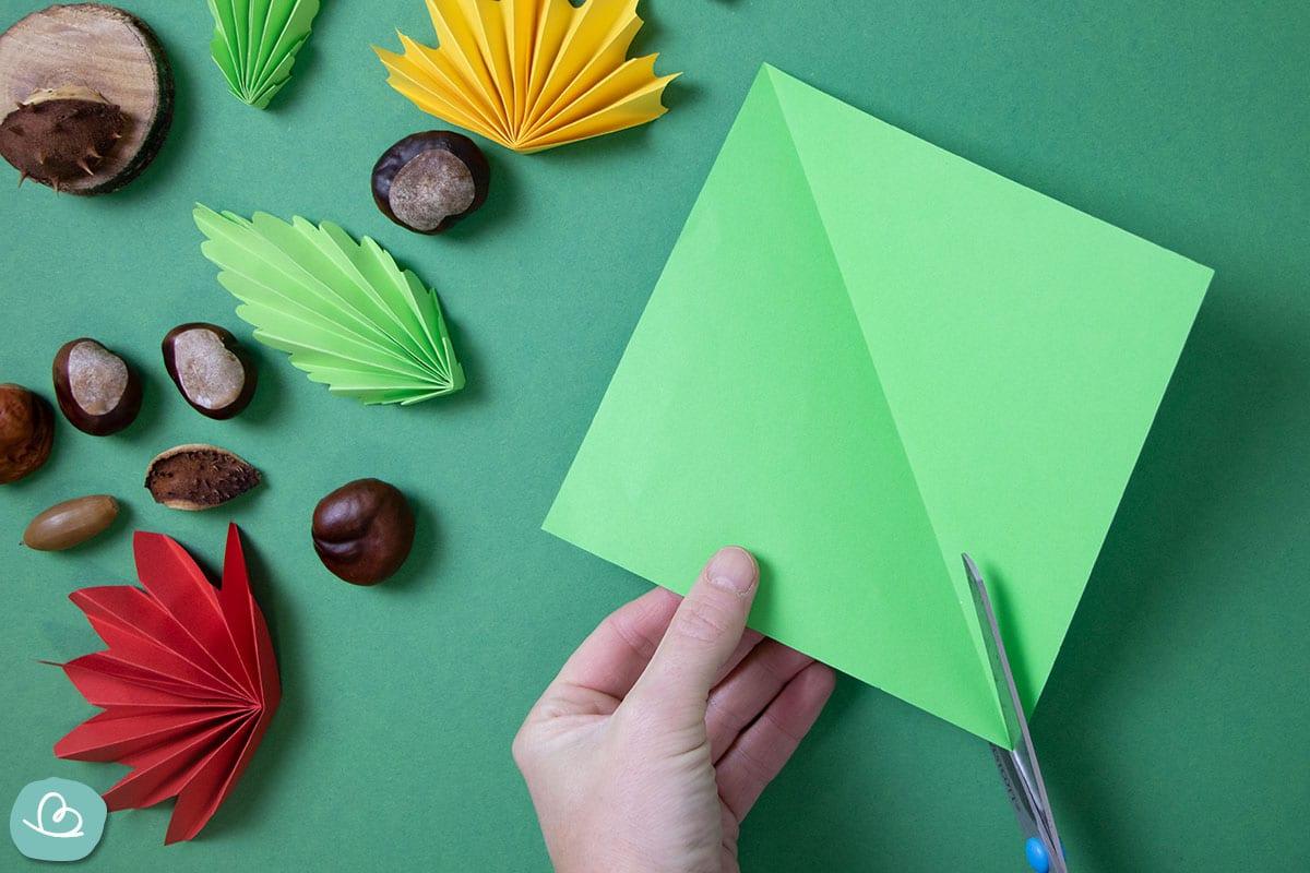 Origami Papier mit der Schere teilen