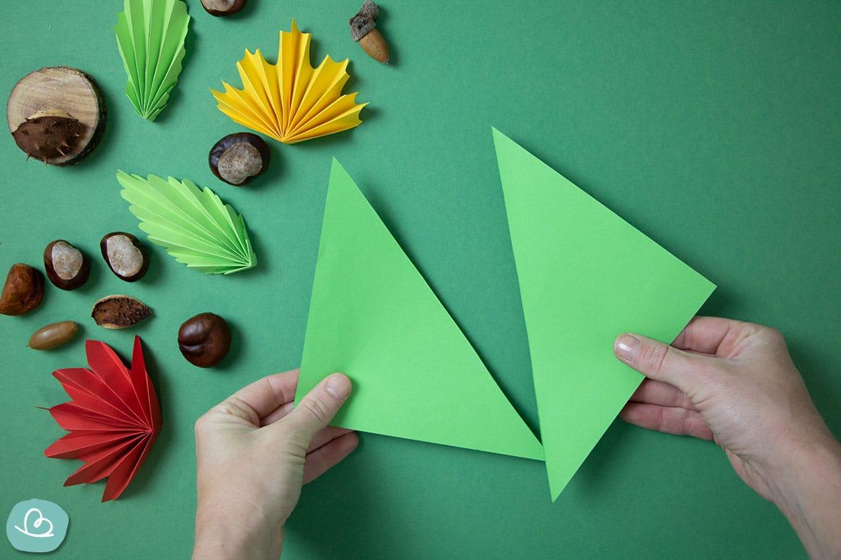 Origamipapier in der Mitte teilen
