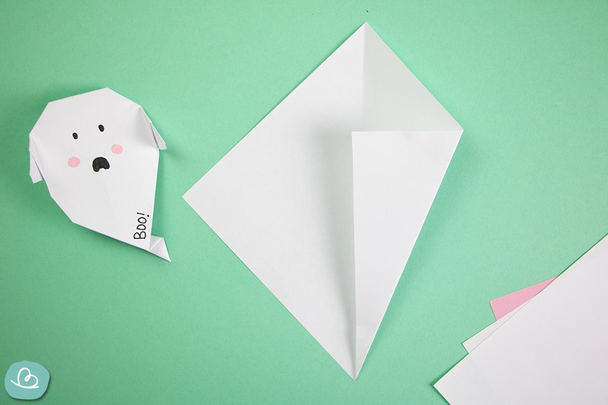 Faltanleitung Papier zur Mitte falten