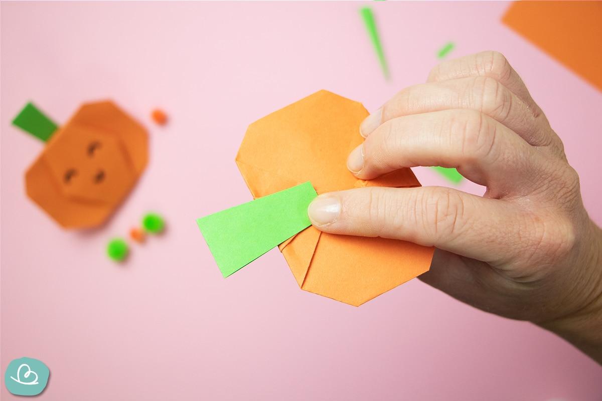 Papierstreifen ankleben