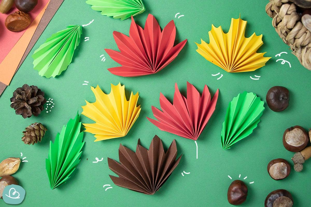 Blätter basteln aus Papier: Faltanleitung für Herbstblätter