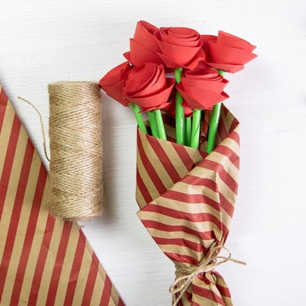 Origami Blume Rose aus Papier falten