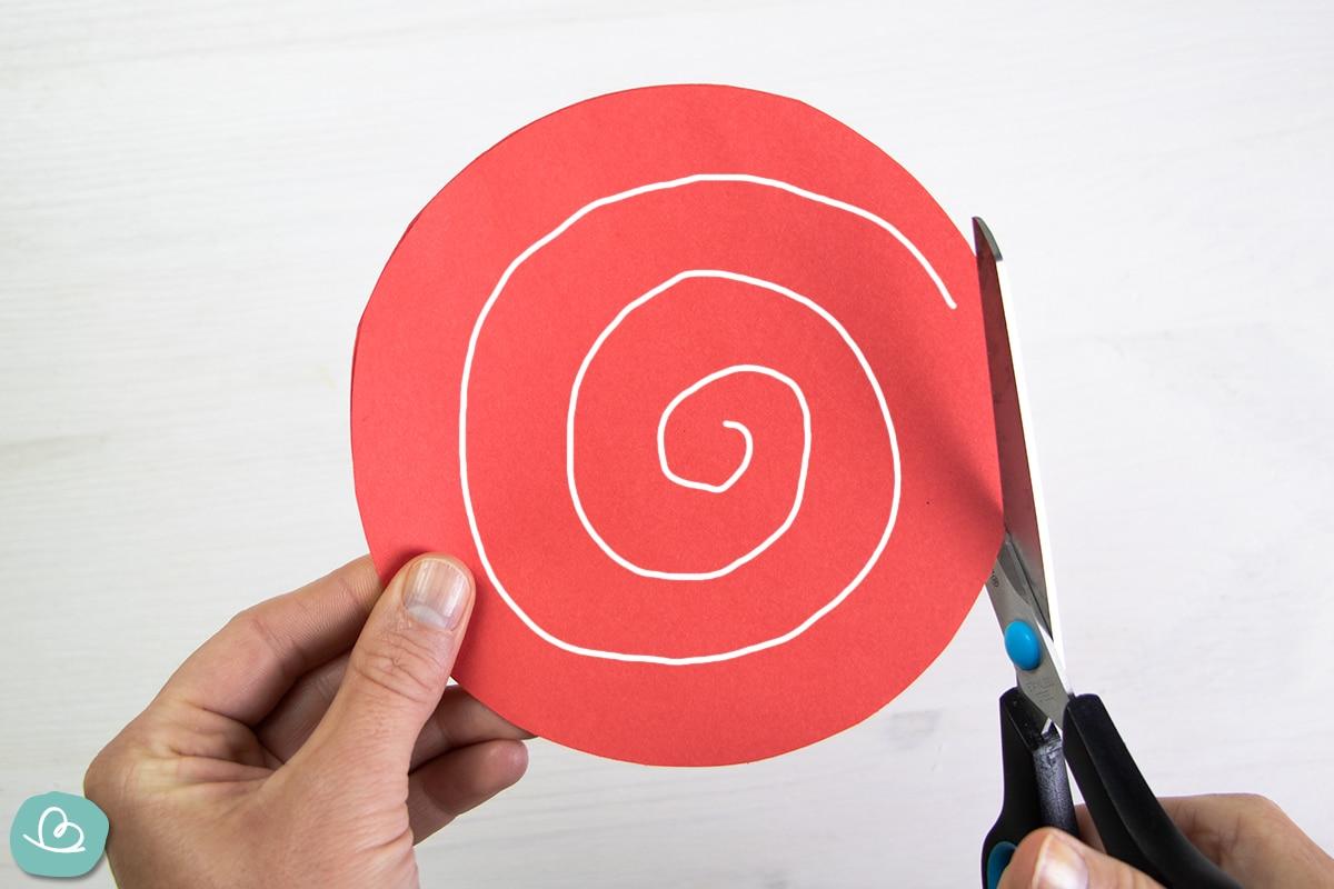 Spirale aus Papier schneiden