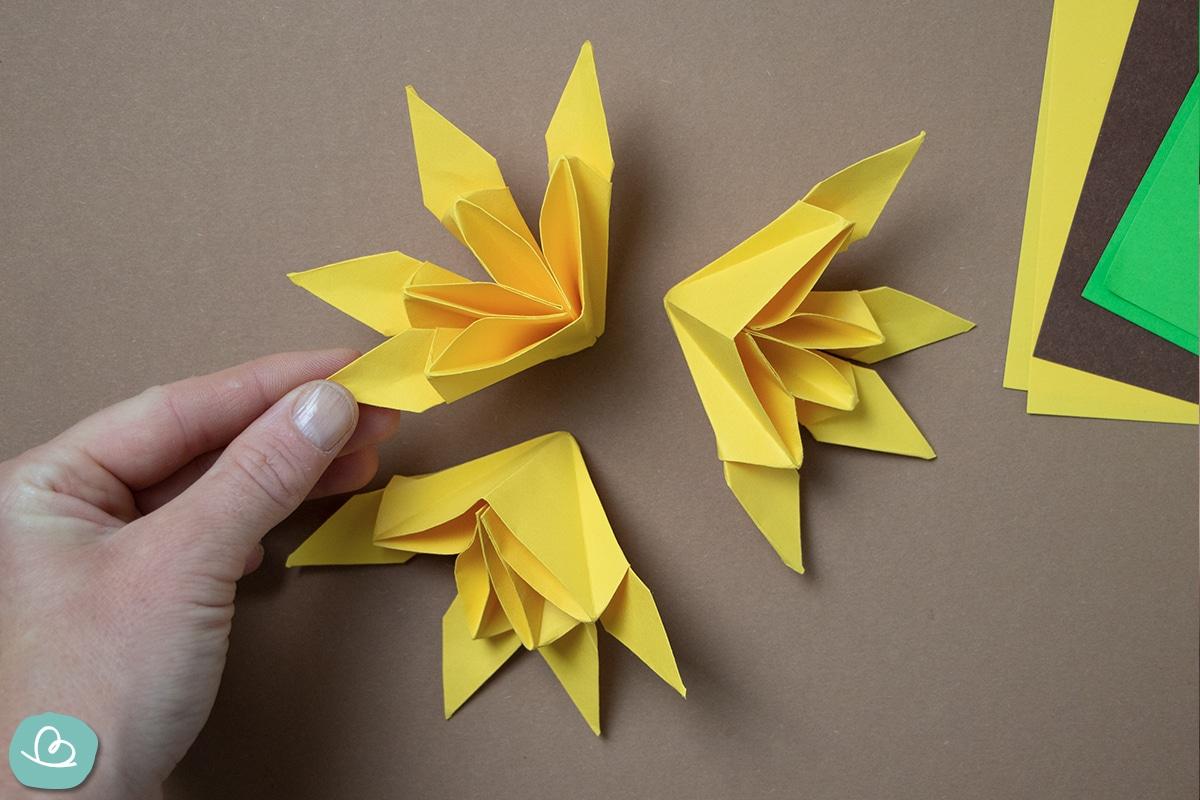 3 Sonnenblumenblüten aus Papier