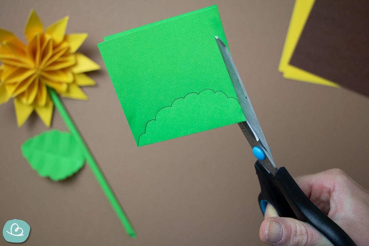 geschwungene Forma aus Papier schneiden