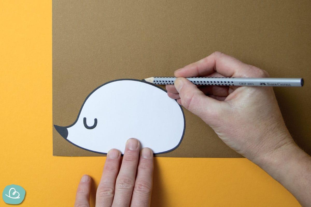 Vorlage auf Tonpapier zeichnen