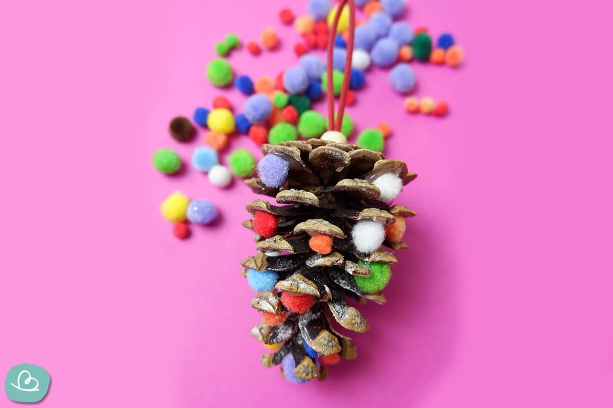 Zapfen mit Bommeln