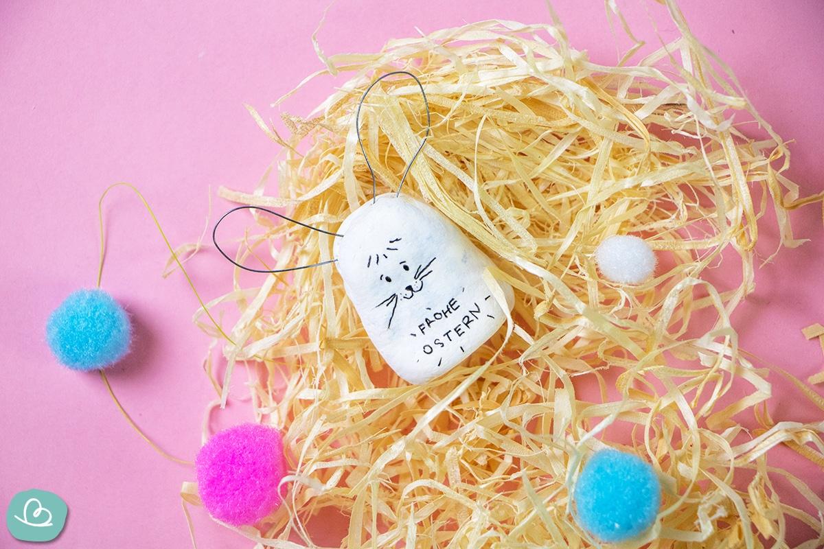 Osterhase im Nest