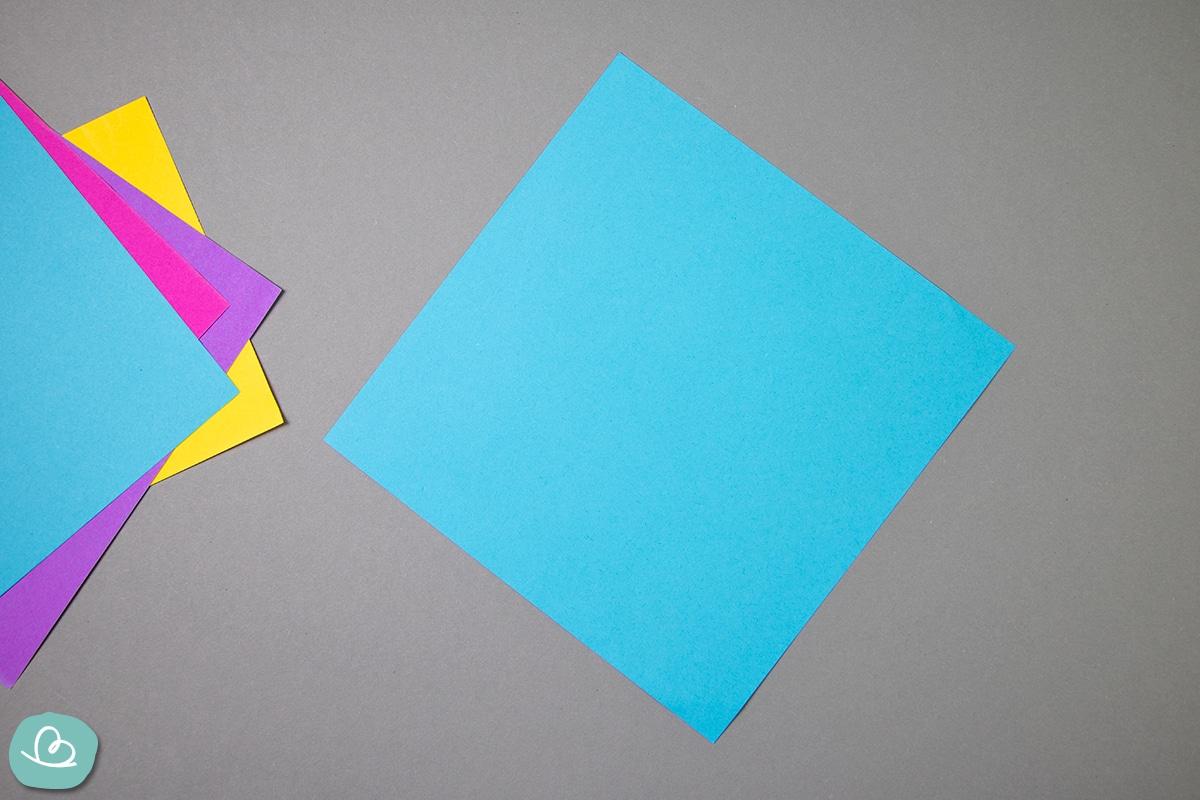 Blaues Origamipapier.