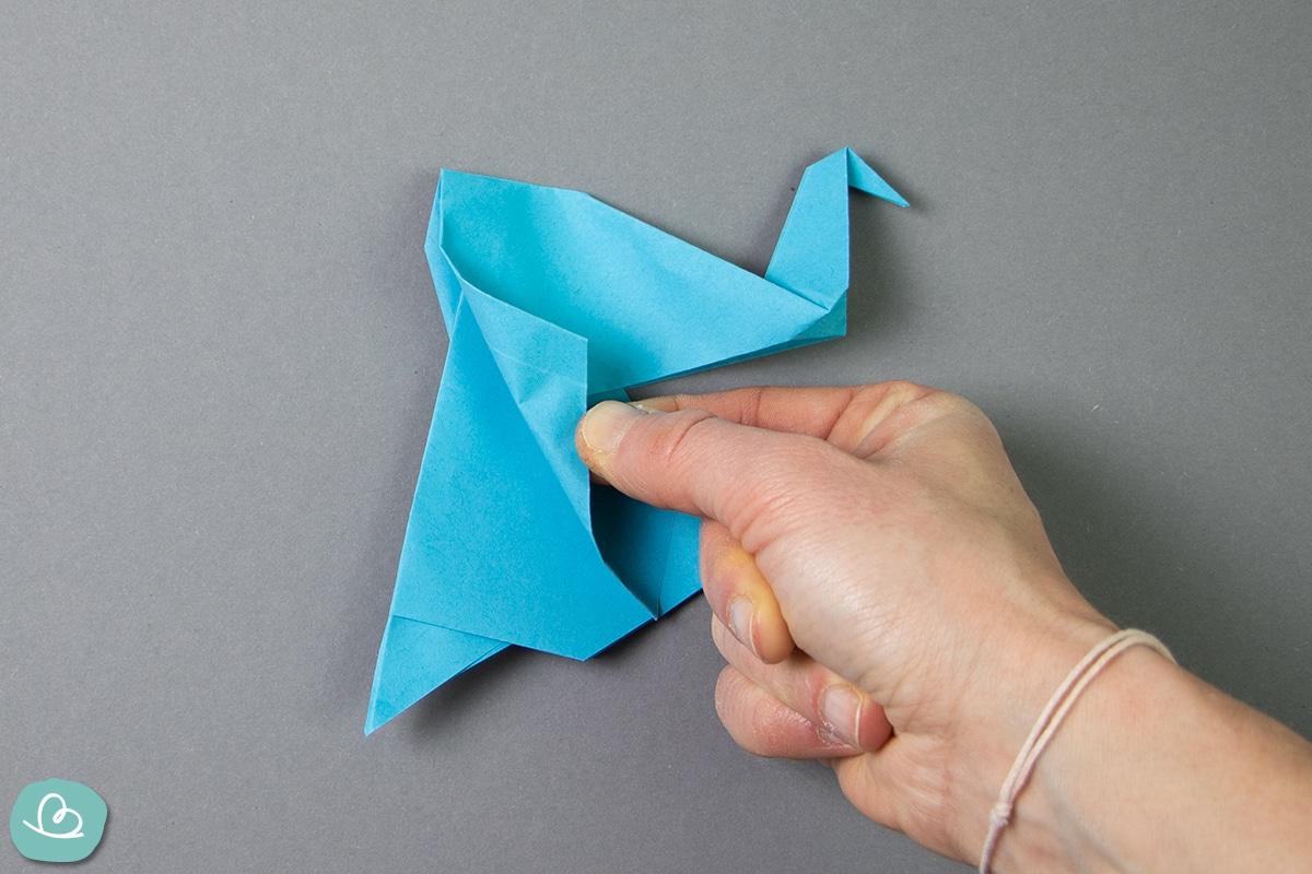 Elefanten Ohren aus Papier falten.