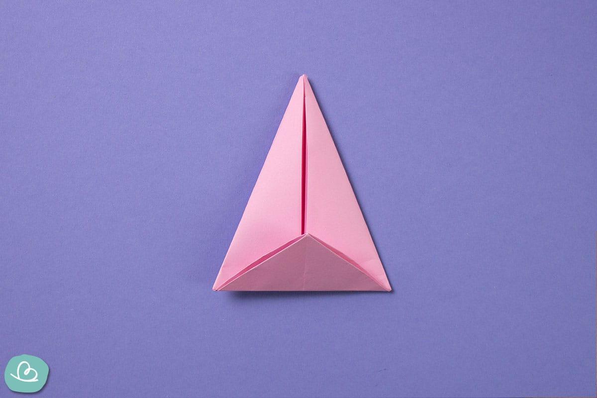 Spitze Dreieck aus Papier.