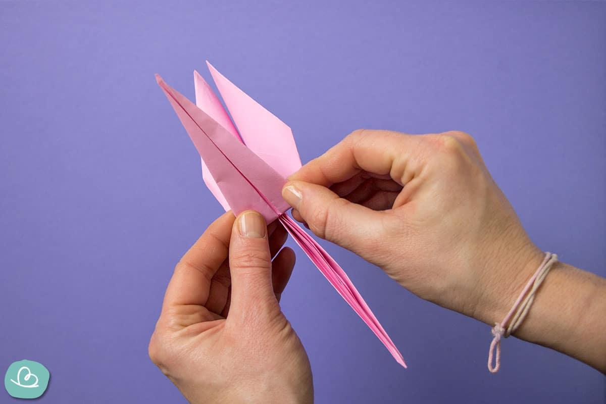Kranich aus Papier falten.