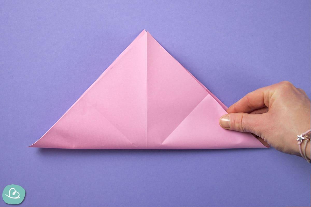 Papier diagonal falten.