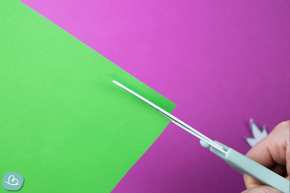Tonpapier schneiden.