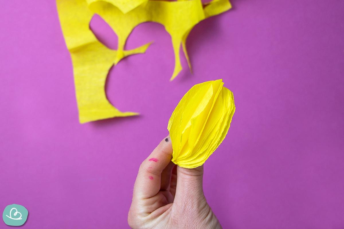 Mehrere Schichten aus gelben Kreppband.