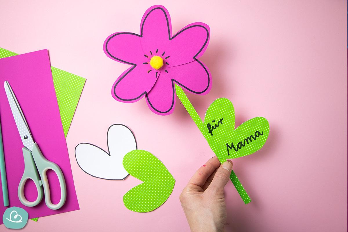 Blume für Mama basteln.