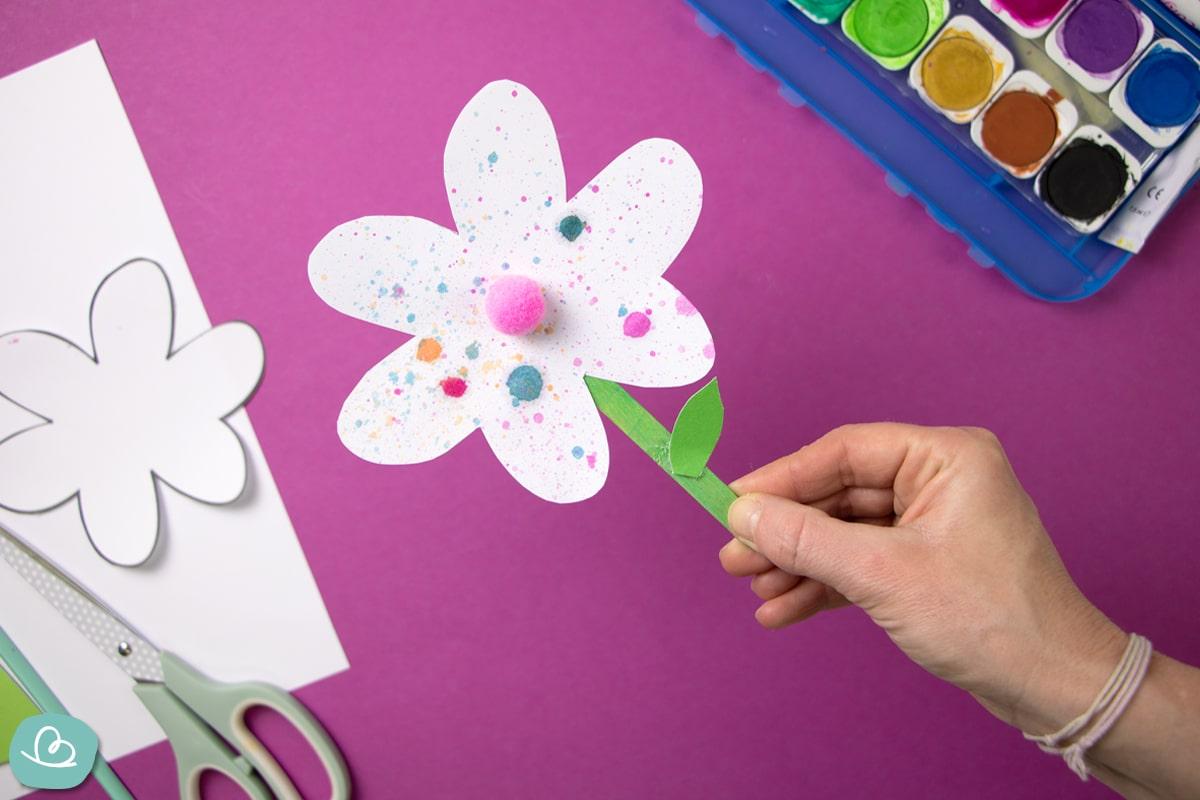 Blume aus Papier basteln.