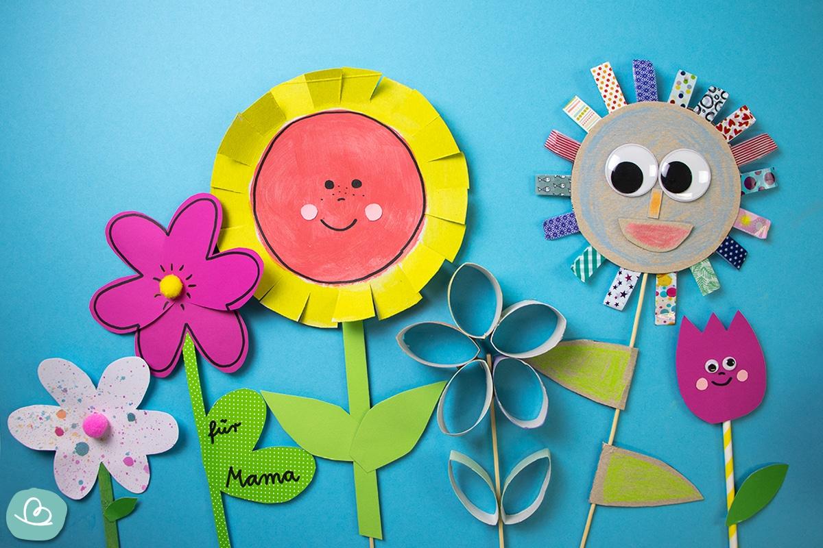 Blumen aus Pappe und Papier.
