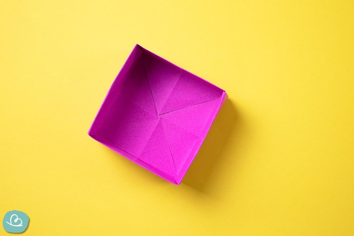 Schachtel aus Papier.