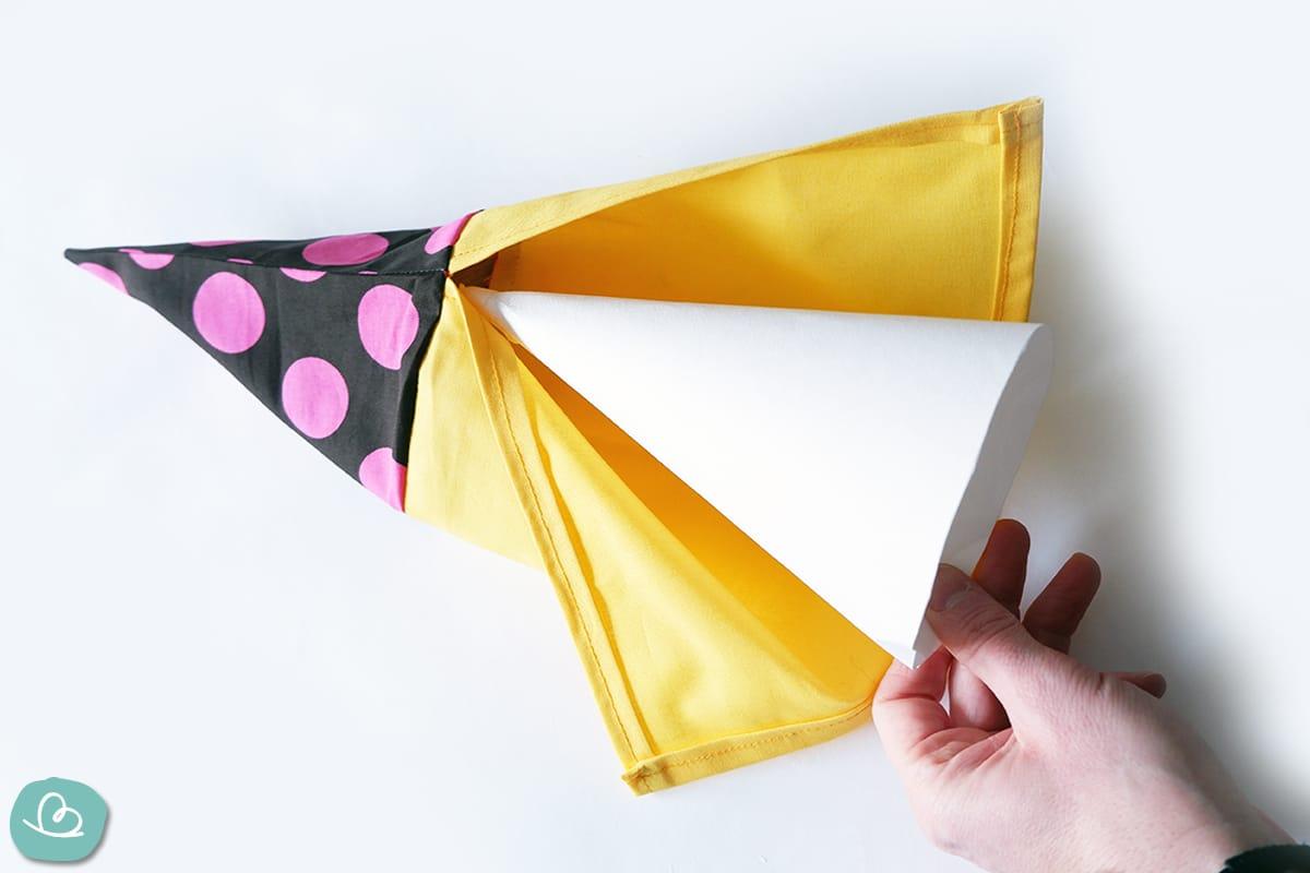 Einlage aus Pappe für eine Schultüte.