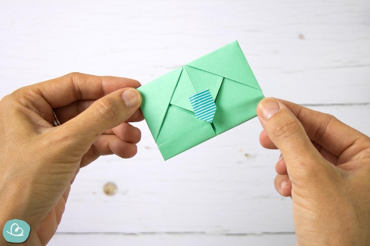 Kleines grünes Kuvert.