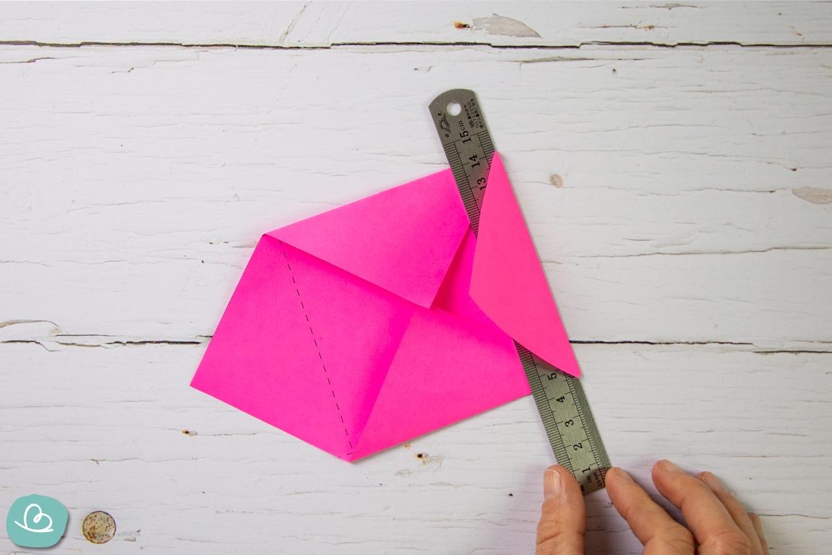 Papierkanten formen.