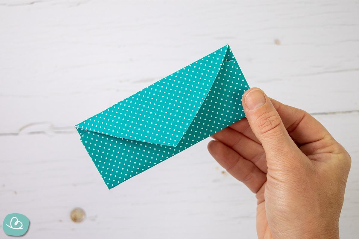 Kleiner Umschlag aus Bastelkarton.